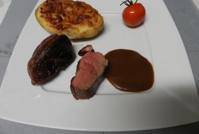 Magret de canard, sauce au poivre, pomme de terre aveyronnaise tomate à l huile de truffe
